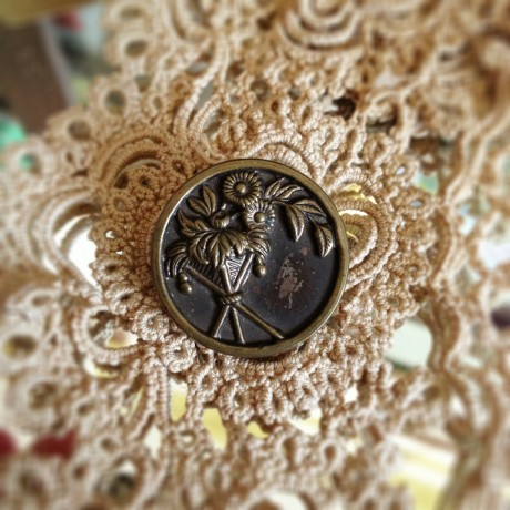 Victorian Aesthetic Movement Button
