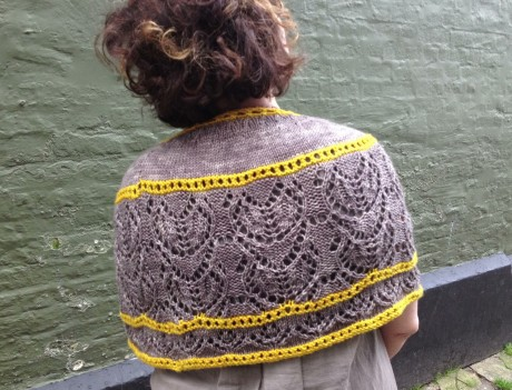 Cross Your Heart Capelet in Smudge and Capsicum
