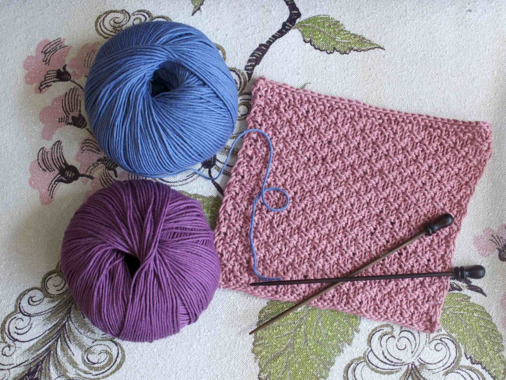 BC Garn Alba. Swatch 31 Dusty Pink, 34 Wisteria and 24 French Blue