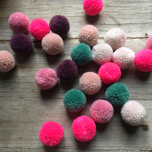 Pompom Sets Christmas Pastel at Loop London